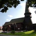 Kościół  -  p.w.  Podwyzszenia  Krzyża  Świętego   w   Lesnie